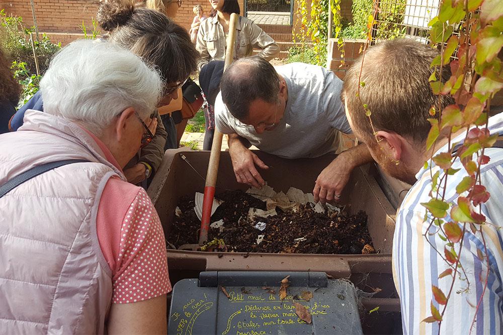 Atelier sur le lombricompostage à la Maison du Jardinage