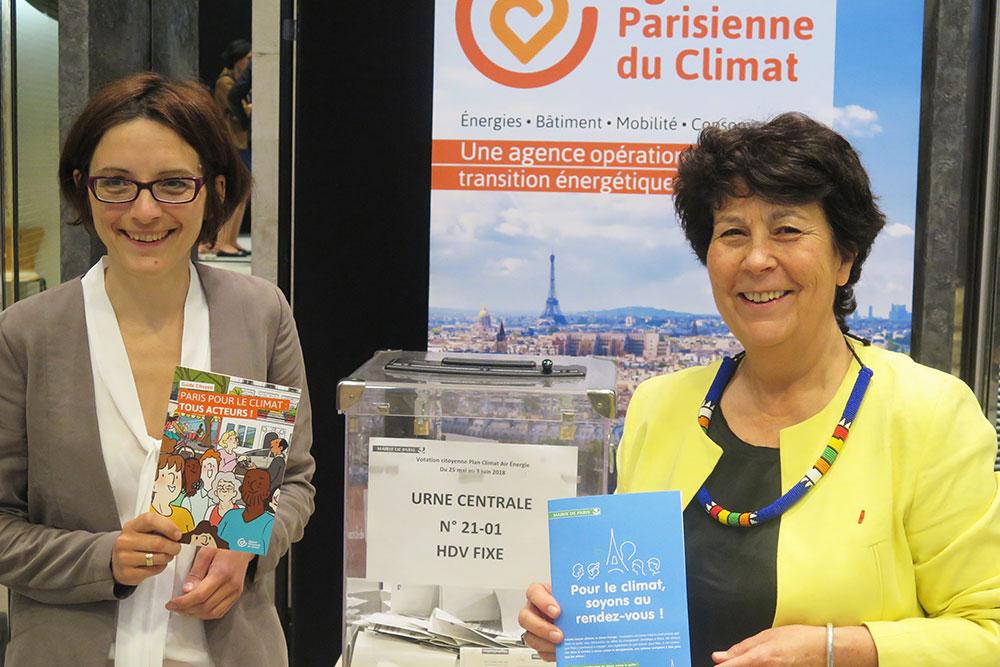 Célia Blauel et Anne Girault votent pour le Plan Climat à l'Assemblée Générale de l'APC